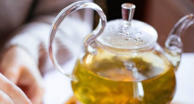 Чай с мелиссой, чай из можжевельника и другие травяные чаи, которые исцеляют организм