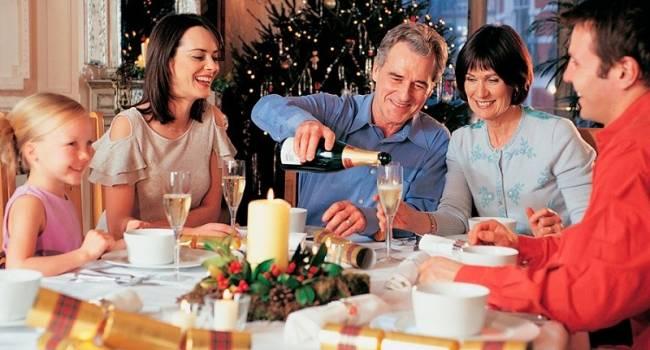 Врач-нарколог Евгений Скрипник рассказал, что и как можно употреблять в новогоднюю ночь с алкогольных напитков?