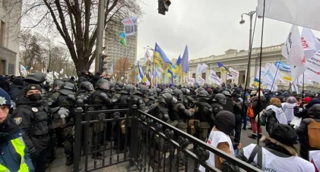 Дипломат: котел народного гнева в Украине постепенно нагревается. Крышку может сорвать в любой момент