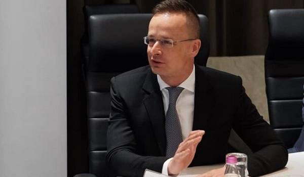 Венгрия получила первые дозы российской вакцины от коронавируса
