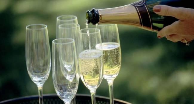 Эксперт объяснил, как выбирать хорошее шампанское на Новый год