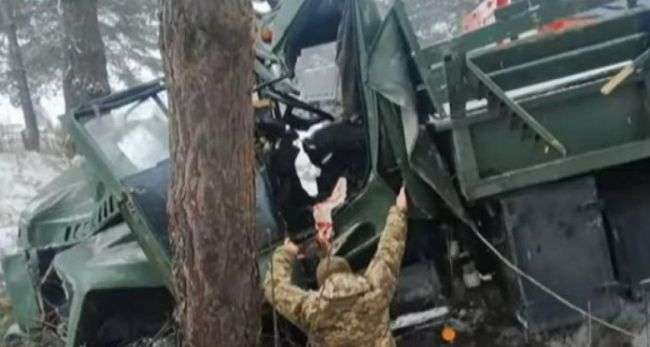 Во Львовской области перевернулся грузовик с военными. Пострадавших бойцов срочно госпитализировали