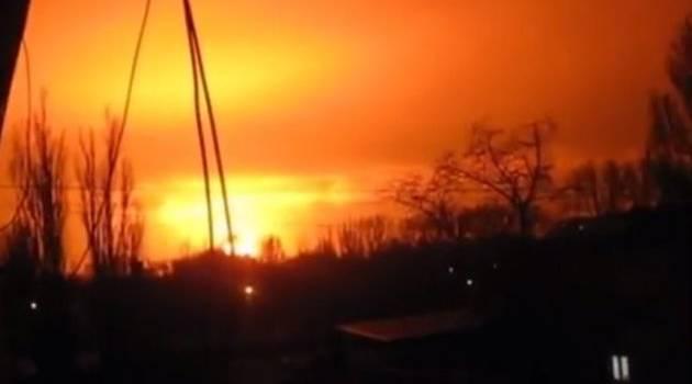 «Это точно не салют»: Жители Донецка напуганы мощными взрывами в городе. Началась война?