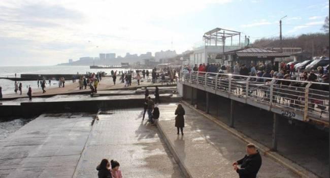 «А у нас +20»: Одесситы открыли купальный сезон прямо на Новый год