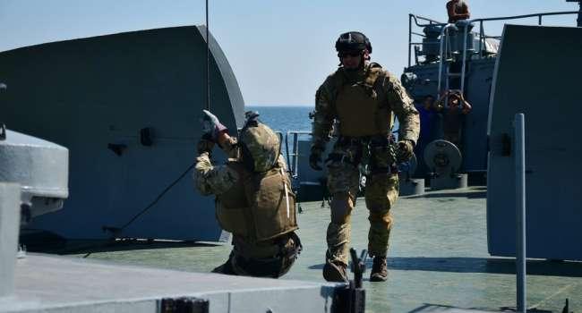 Вооруженный спецназ НАТО десантировался на судно РФ и «поставил всех по стойке смирно»