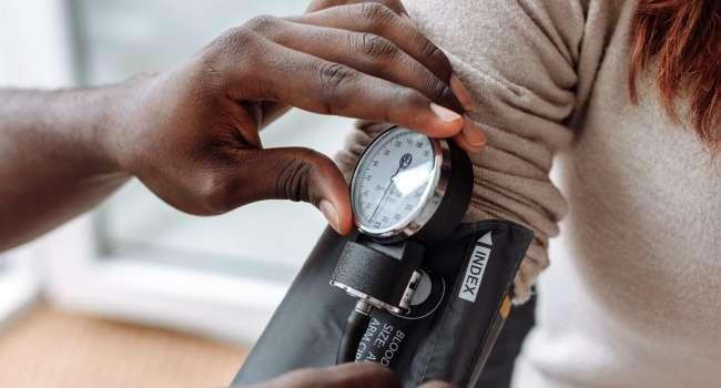 Медики рассказали о народных методах, которые помогут снизить ваше кровяное давление