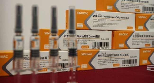 Бразилия одобрила сразу две вакцины от коронавируса