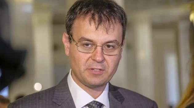 «Уменьшить давление на бизнес»: «слуги народа» Гетманцев и Бужанский потребовали отмены штрафов за отсутствие обслуживания на бизнес