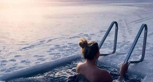 Медики объяснили, как правильно купаться в проруби на Крещение