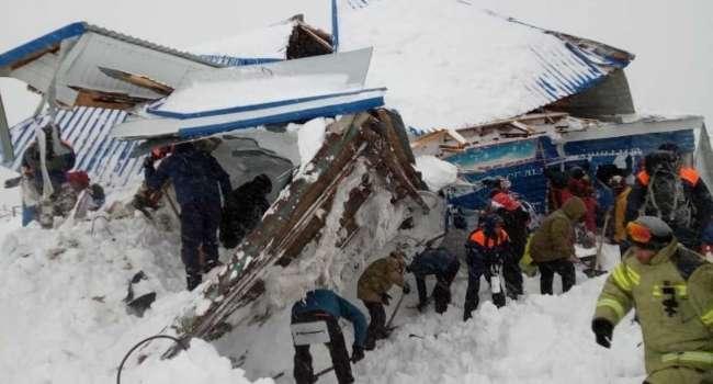 В России на горнолыжном курорте лавина накрыла людей, есть жертвы