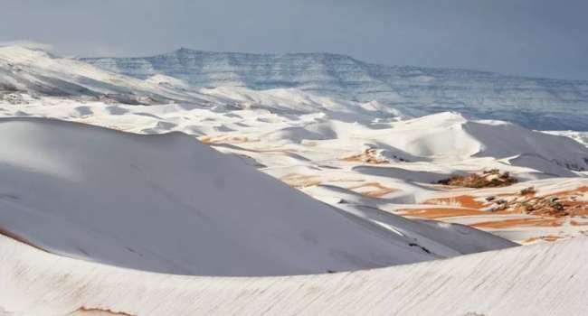 Впервые за 40 лет: в африканской пустыне выпал снег и рекордно похолодало
