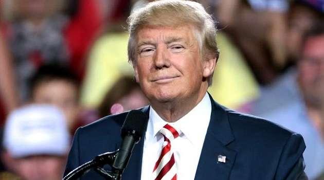 Дональд Трамп сложил полномочия президента США и покинул Белый дом