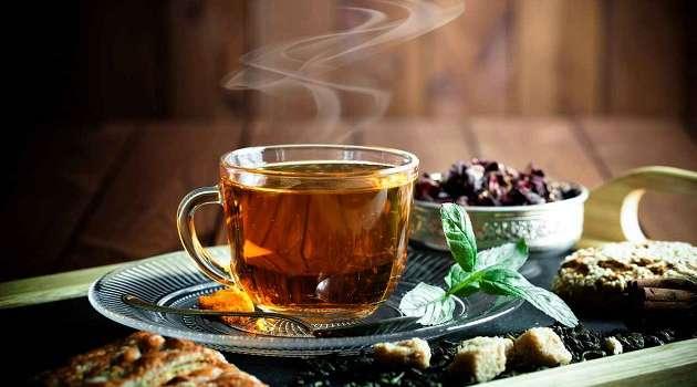 Эксперты рассказали о способности чая убивать коронавирус в слюне