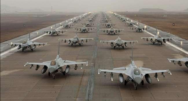 «Спецоперация у берегов Крыма»: Боевая авиация США отработала прорыв ПВО России