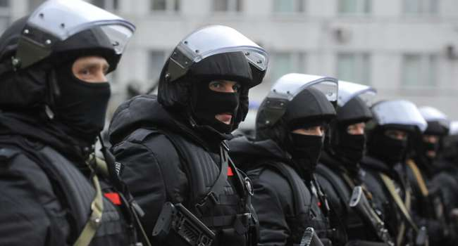 Журналист: власть и менты в России что-то прямо дико очкуют