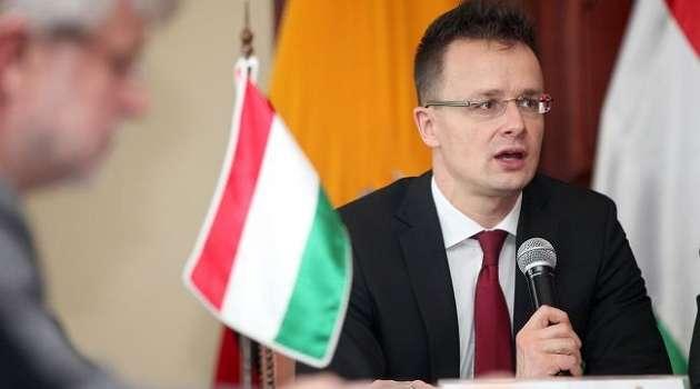 Сийярто подписал контракт с Россией на поставку вакцины «Спутник V»