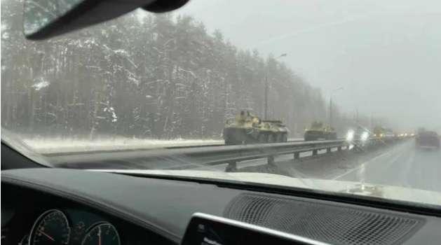 Столкновения в Москве: Очевидцы рассказали о колонне тяжелой военной техники – СМИ