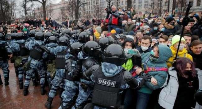 Журналист: цель протестов в РФ – не свержение Путина. Его просто хотят заставить согласиться на попадание Навального в Госдуму