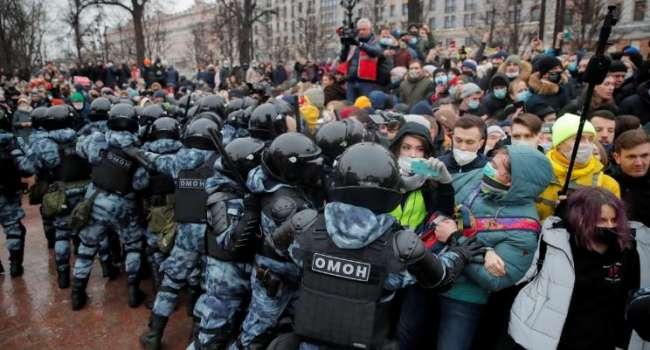 Каждый десятый - несовершеннолетний: 23 января на акциях в поддержку Навального задержали почти 3,5 тысяч россиян