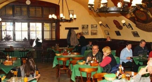 Чехи переоформляют свои кафе под места для политических дискуссий, а украинцы называют свои рестораны церквями. С чем это связано?