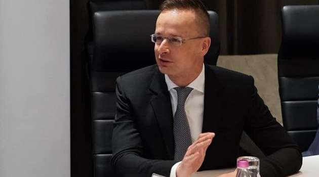 Завтра в Украину прилетит глава МИД Венгрии Петер Сийярто