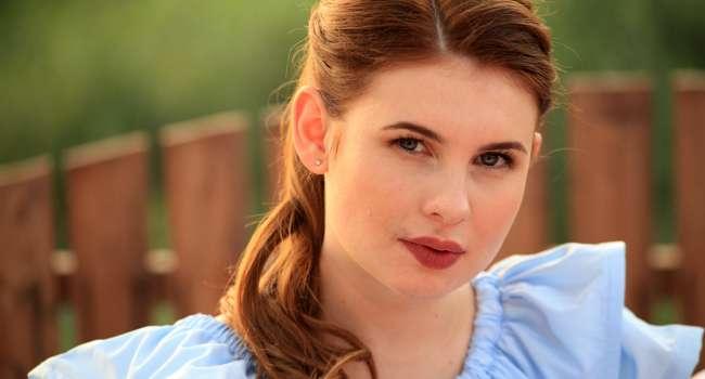 Звезда киножурнала «Ералаш» похвасталась фигурой в купальнике, указав, что данный снимок без фотошопа