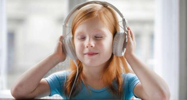 «Воспаления, потирание уха»: Чем опасен острый средний отит и как помочь ребенку