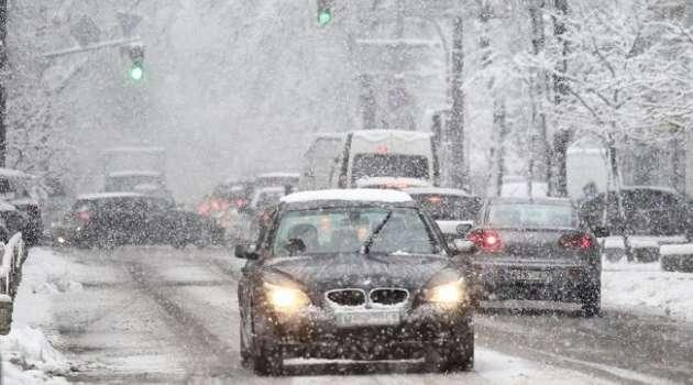 Стало известно, сколько еще продлится сильный снегопад в Киеве