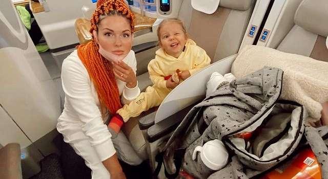 «Симбуля делает «взгляд орла»: певица Нюша показала новое фото с дочкой