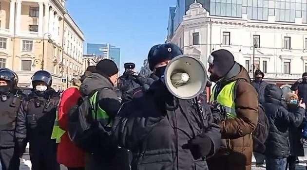 Более сотни задержанных и в оцеплении ОМОНа: в России начались акции протеста из-за Навального