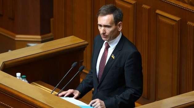 У Зеленского не считают обязательную вакцинацию от COVID-19 нарушением конституциональных прав граждан