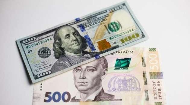 В Украине третий день подряд растет курс доллара