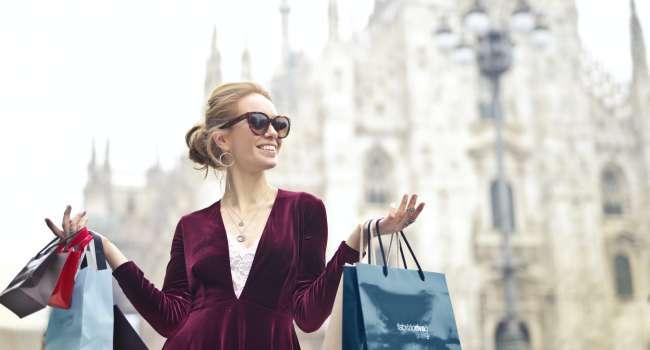 Весна 2021 модные цвета одежды для женщин