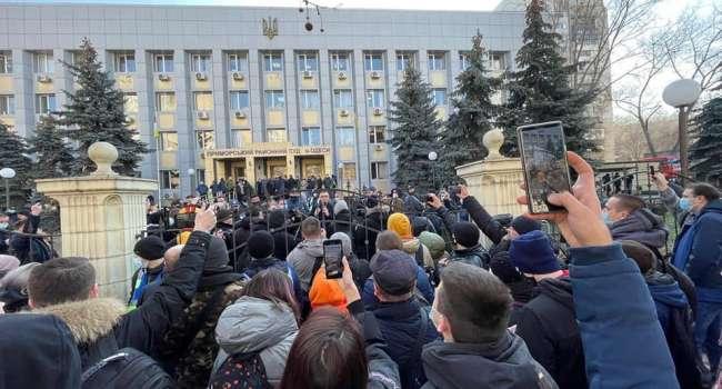 «Стерненко судил судья из Донецка, который ещё до войны был хорошо известен на весь город тем, что установил у ворот собственного особняка бюсты Ленина и Сталина», - Казанский