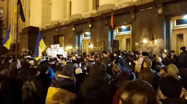 Источники: спонсорами протестов в поддержку Стерненко могли быть олигархи