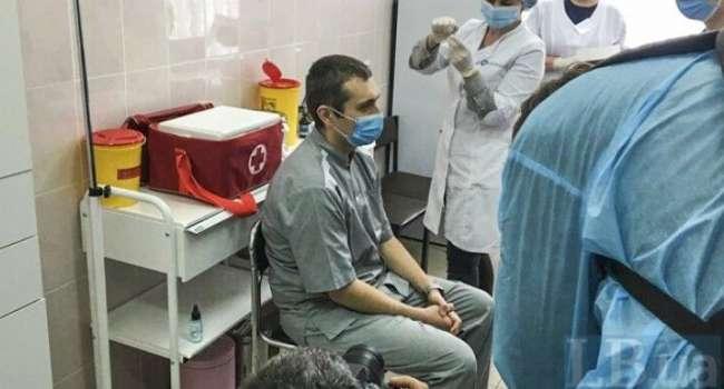 Черкасщина первой среди регионов Украины получила вакцину: показали первого вакцинированного от COVID-19