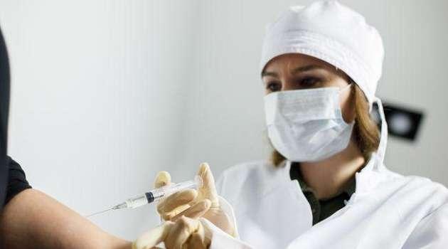 Врач-реаниматолог из Черкасс первым в Украине получил вакцину от коронавируса