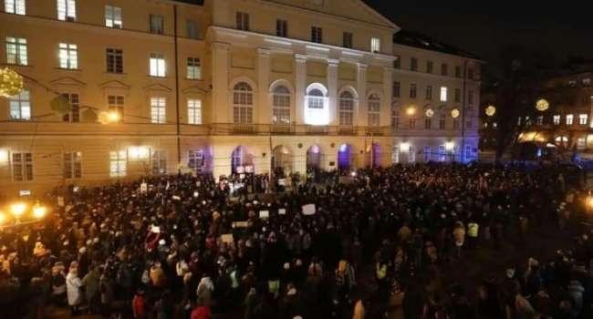 «Всегда за «дураков» держат и спекулируют. Не ведитесь! У нас мало проблем важных?» «Проплаченная х***я»: как украинцы отреагировали на протесты в поддержку одесского активиста Сергея Стерненко