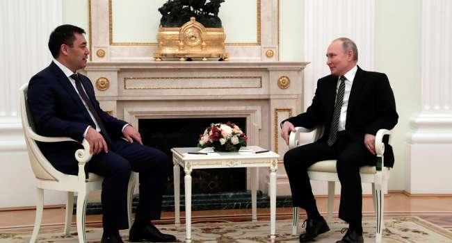 Политолог: у Путина онемели подпорки на ногах