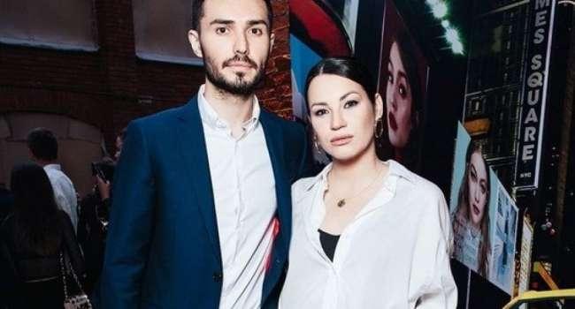 «А в глазах у обоих грусть!» Ида Галич показала совместные фото с мужем, с которым в настоящее время разводится
