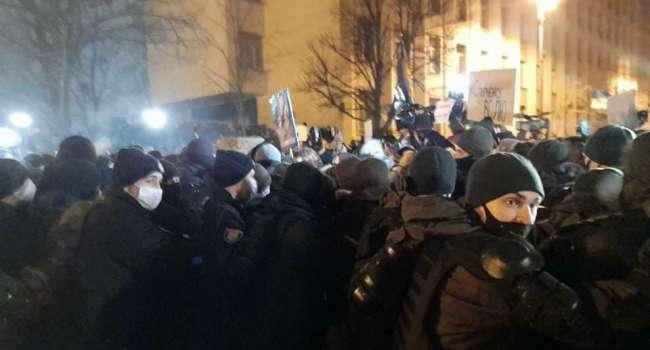 Телеведущая: не удивлюсь, если сейчас специалисты в МВД, оставшиеся там от Захарченко, пытались спровоцировать людей на агрессивные действия под ОП