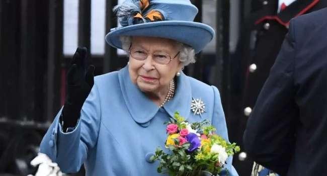 «Это сложное решение для многих»: королева Елизавета призвала британцев вакцинироваться от коронавируса