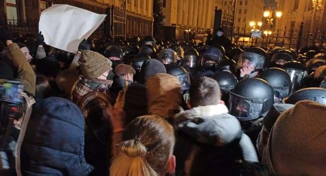 Политолог: сегодня на акции протеста против произвольного правосудия провокаций не избежать