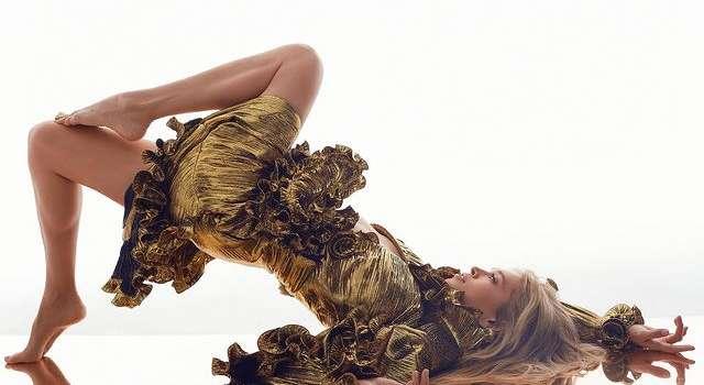 «Божечки», «Ах, мои глаза»: Вера Брежнева без нижнего белья изображала экзотические растение