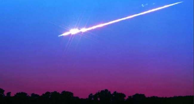 Жители Австралии сняли на видео очень странный объект в ночном небе