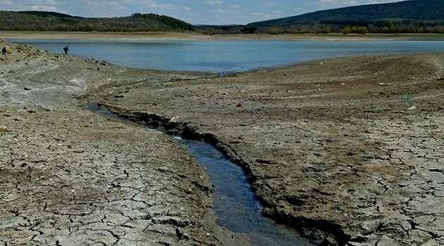 Отметка «мертвый объем»: в Крыму полностью высохли два водохранилища