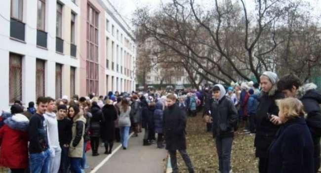 В Донецке заминированы десятки школ. Проводится срочная эвакуация детей