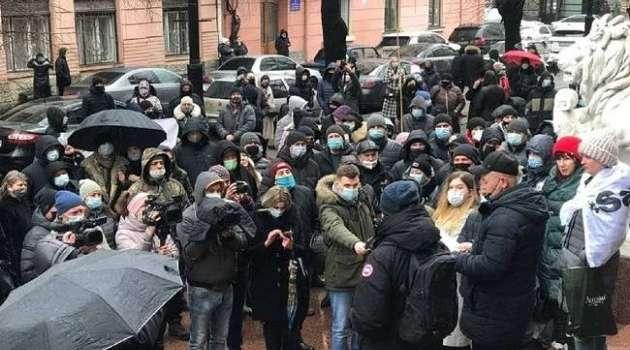 Предприниматели Черновицкой области и Прикарпатья вышли на протест из-за карантина