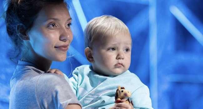«По дону гуляет казак молодой»: Регина Тодоренко показала, как вместе с сыном поет русскую народную песню