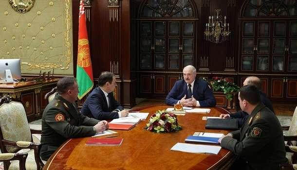 Лукашенко назвал глупой работу над слиянием с РФ